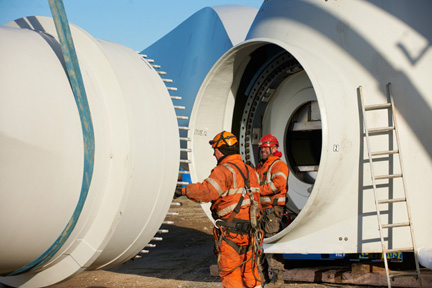 Attaching wind turbine rotor blade to nacelle